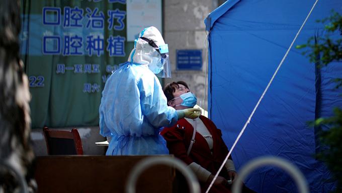 China cancela los ensayos clínicos para lograr un fármaco contra el covid-19 por falta de pacientes (+video)