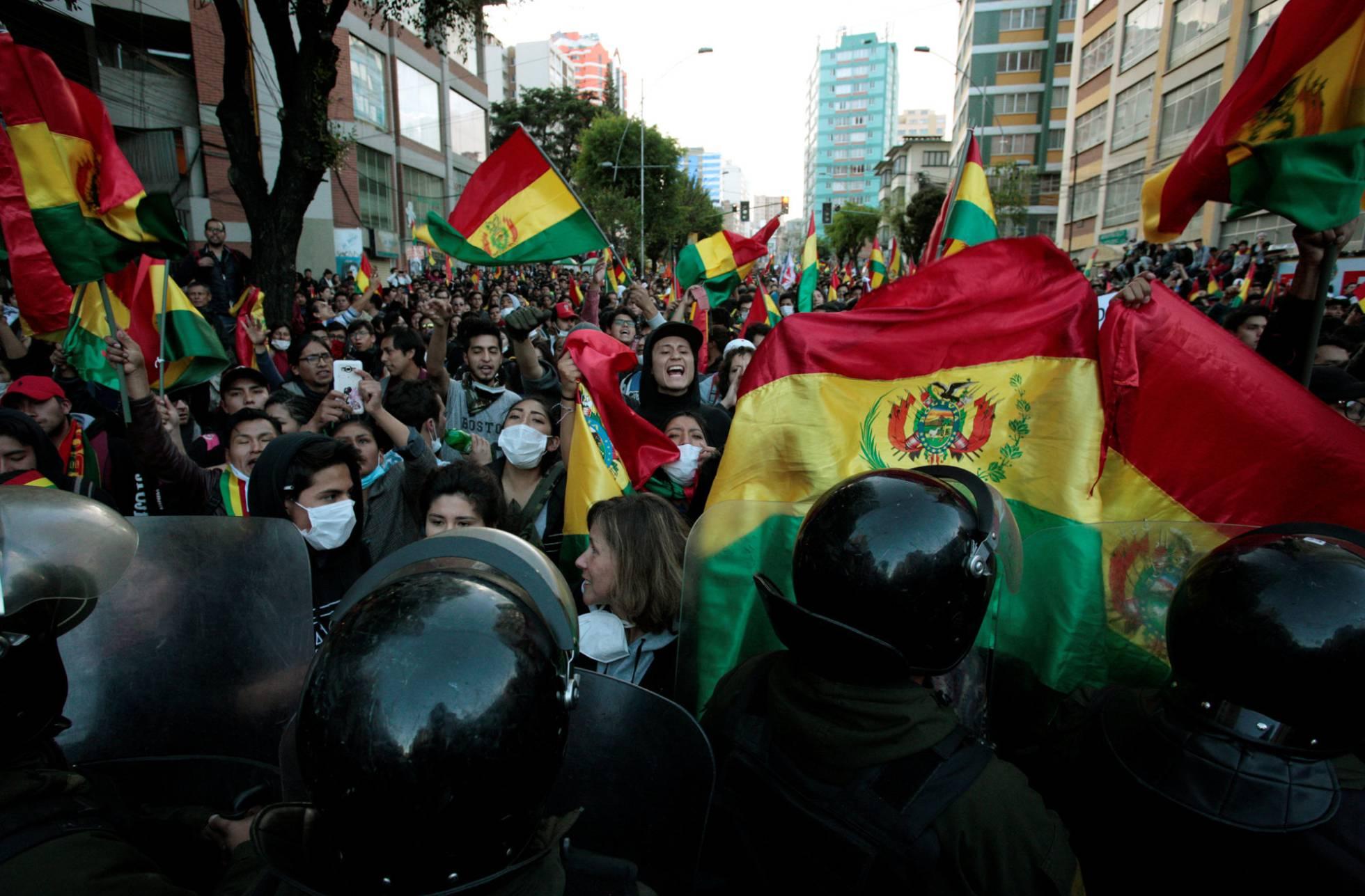 Elecciones ya, retumba en la última noche de abril en Bolivia