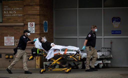 Muertos por COVID-19 aumentan un cuatro por ciento en América