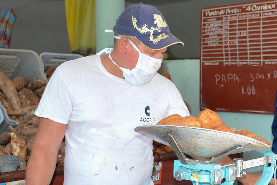 Comenzó venta de papas en Granma