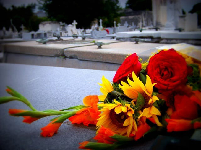 Suspendentradicional homenaje a las madresen el cementerio