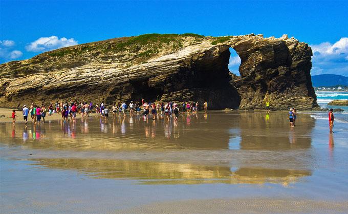 Gobierno de España aboga por potenciar turismo nacional