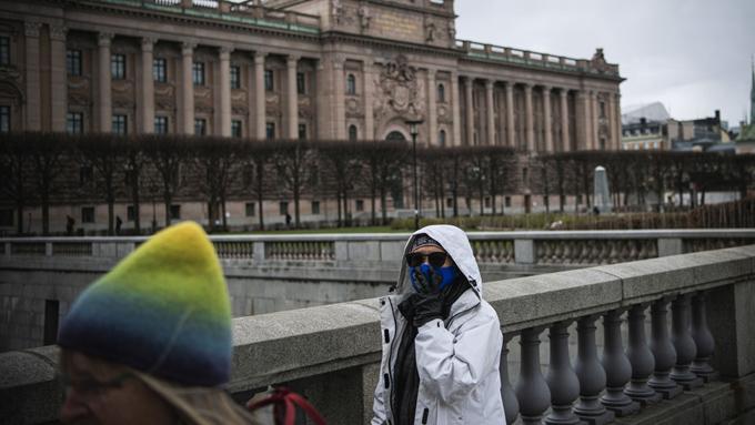 """Un epidemiólogo sueco afirma que el covid-19 se extiende """"como un incendio forestal"""" y tarde o temprano """"la mayoría se infectarán"""" (+video)"""