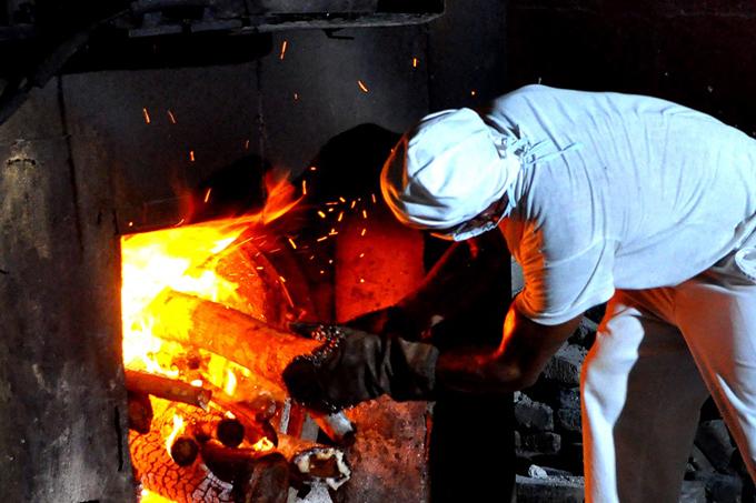 Un hornero en continua prueba de fuego (+fotos)