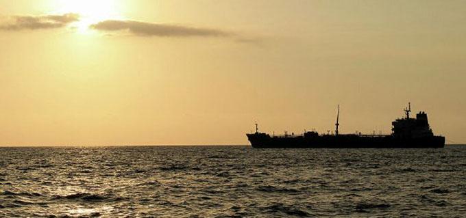 Buque iraní navega rumbo a refinería venezolana