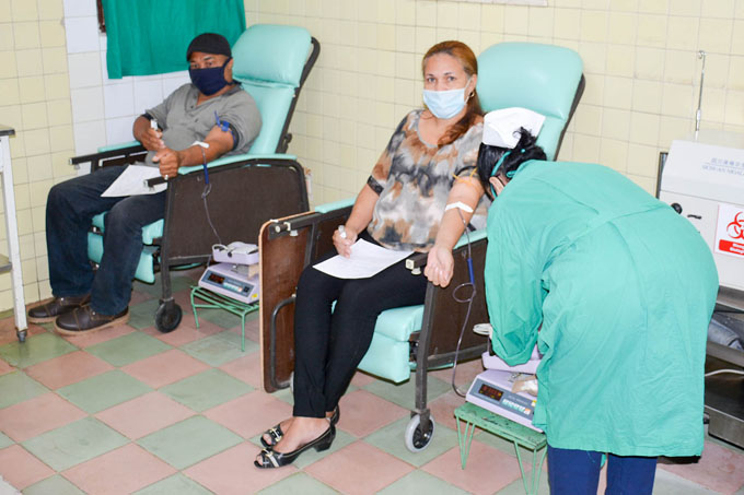 Donan sangre en Granma por Día Internacional de la Enfermería (+ fotos)