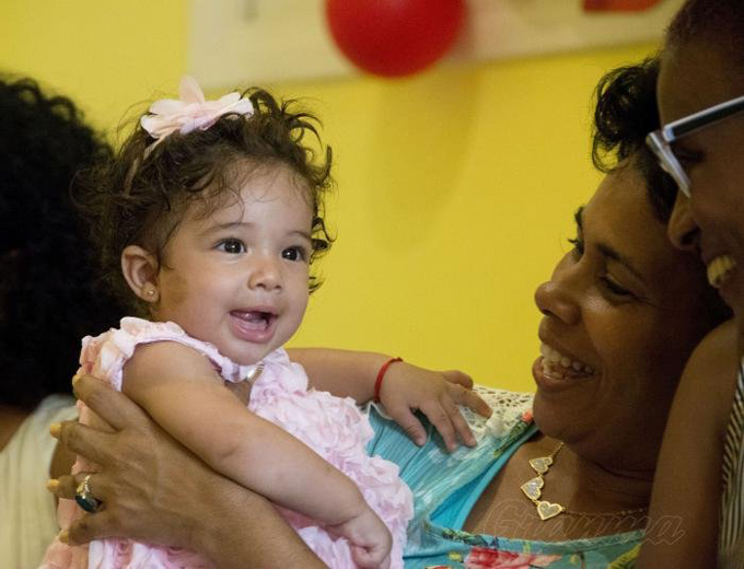 Presidente de Cuba felicita a las madres en su día (+video)