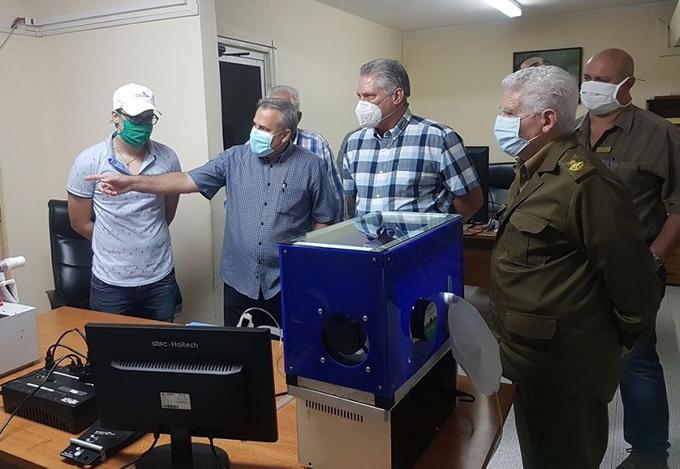 Presidente de Cuba chequea producciones industriales contra Covid-19 (+video)