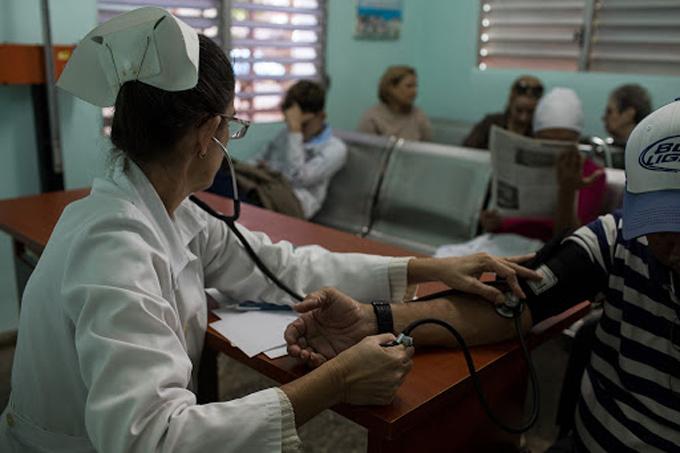 Enfermería, vocación para el cuidado de la vida (+video)