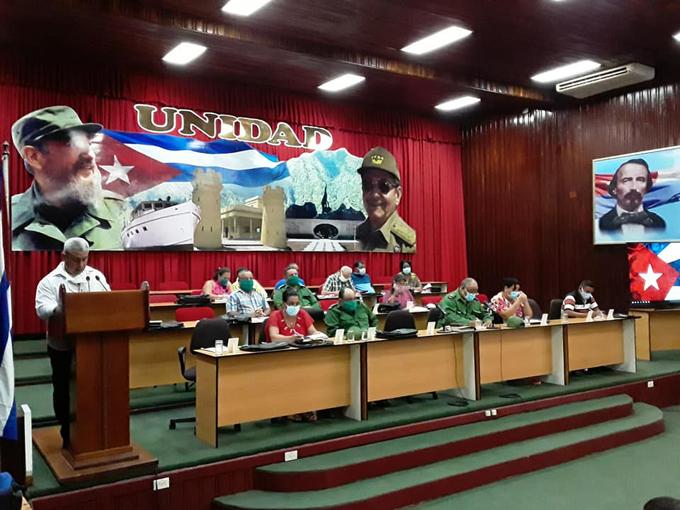 Sesiona Pleno del Comité Provincial del Partido en Bayamo (+fotos)