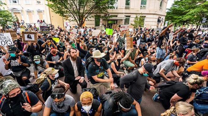 Mayoría de estadounidenses simpatiza con protestas, indica sondeo (+video)