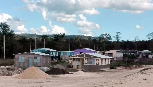 Participan en el programa de viviendas constructores del Micons en Granma
