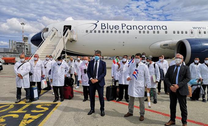 Regresa a Cuba este lunes brigada médica que enfrentó la Covid-19 en Lombardía (+video)