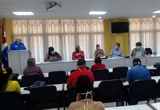 Felicita Olga Lidia Tapia Iglesias al personal de Educación y Salud por accionar ante la Covid-19