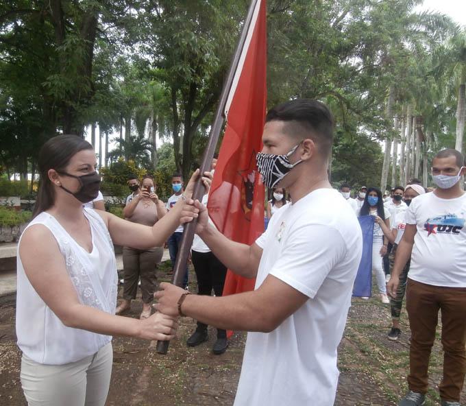 Abanderan brigada juvenil en Bayamo