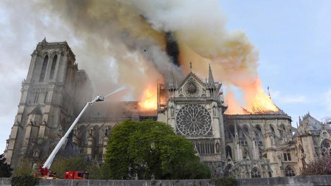 Rodarán en Francia filme sobre incendio de catedral de Notre-Dame (+video)