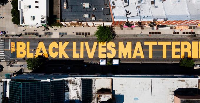 Trump ataca a autoridades de Nueva York por mural contra el racismo
