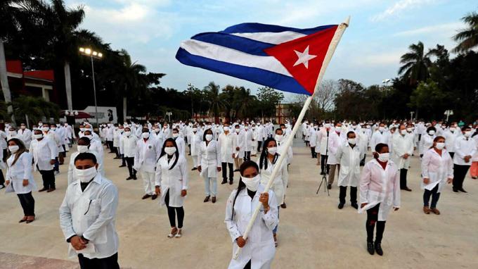 Reafirma Presidente de Cuba orgullo por colaboradores de la salud