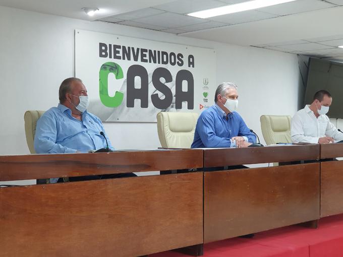 Presidente de Cuba recibe a brigadas médicas que enfrentaron Covid-19