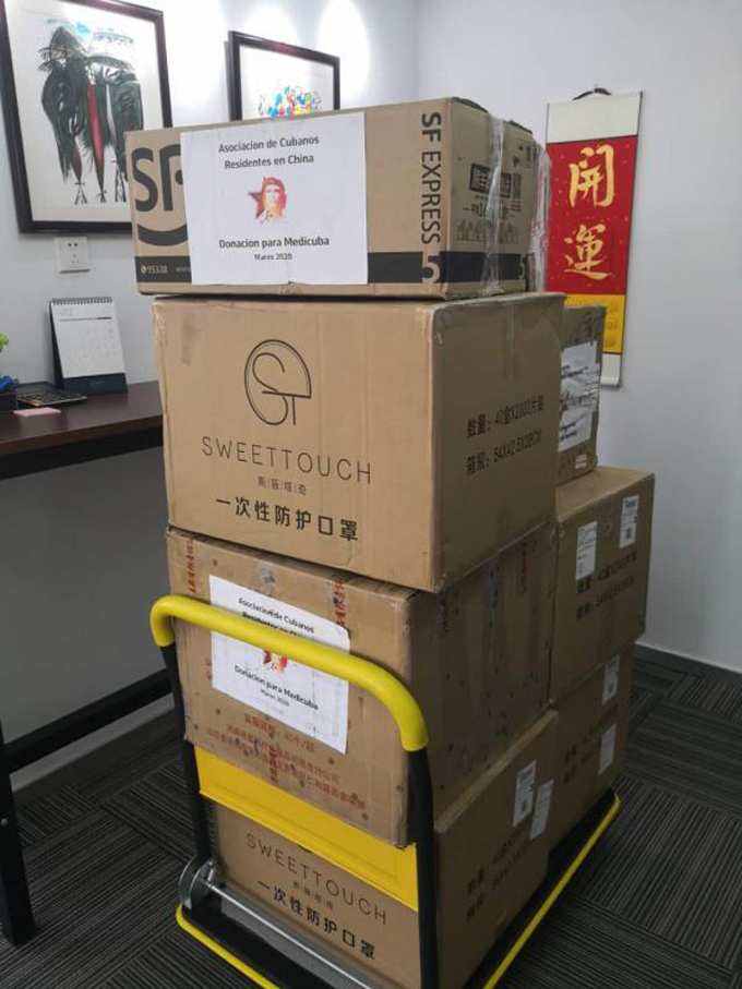 Asociación de cubanos residentes en China entrega donativo a la Isla