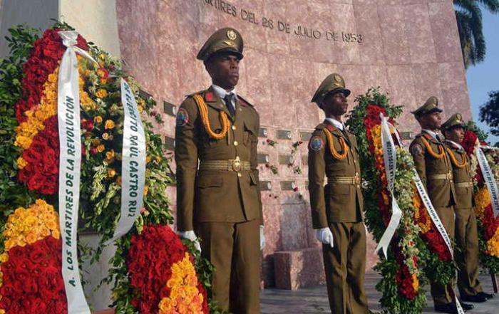 Depositan ofrendas florales de Raúl y Díaz-Canel ante el Panteón a los Mártires del 26 de Julio