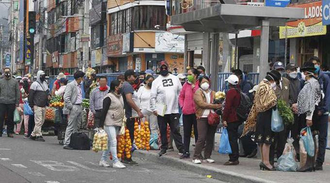 Quito lucha contra la pandemia, la indisciplina y por más restricción
