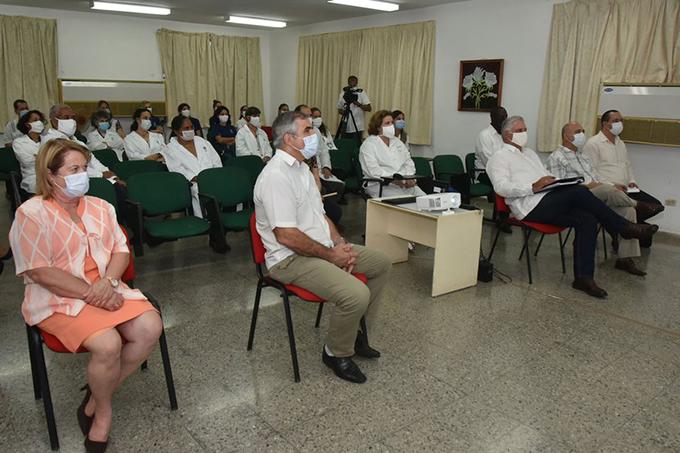 Intercambió Díaz-Canel con científicos que trabajan en los candidatos vacunales cubanos contra la COVID-19