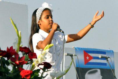 Los agradecidos cantan a Fidel (+fotos y videos)