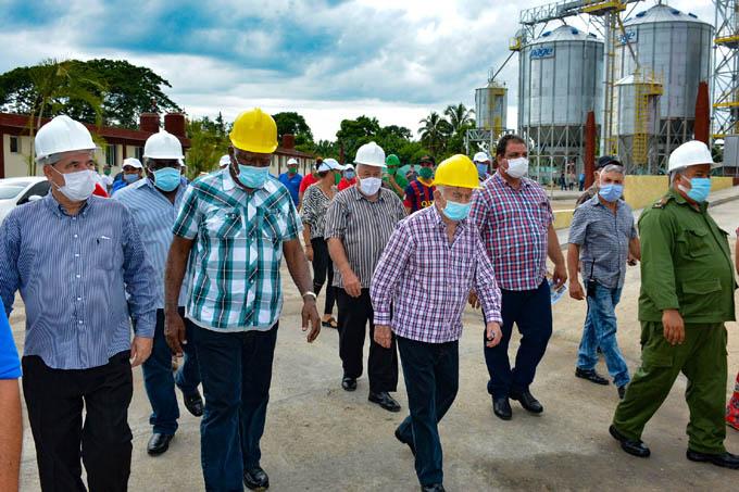 Reconocen   labor de puesta en marcha de  planta de beneficio y  secado de granos en Bayamo