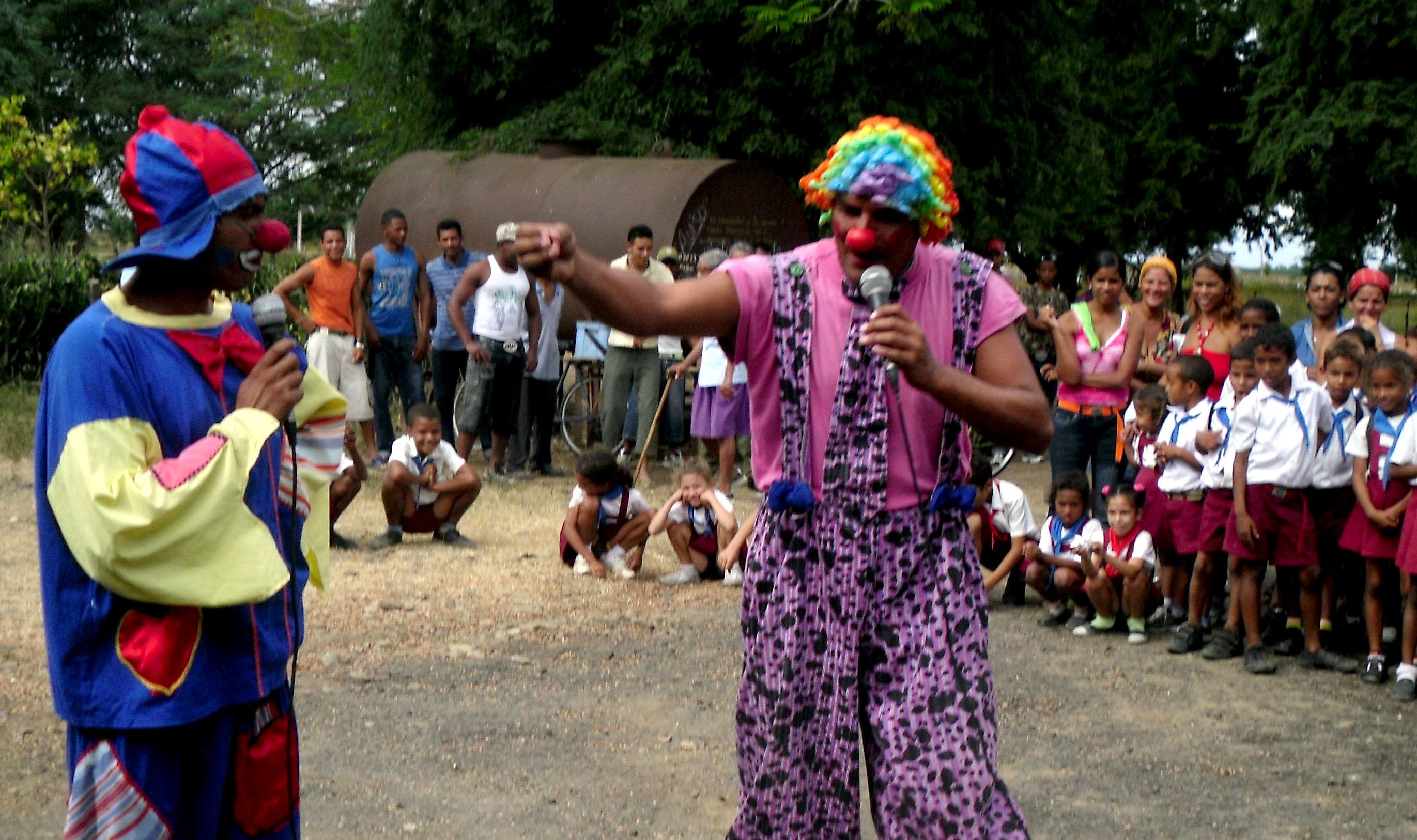 Guerrilleros teatrales en recorrido por Fidel