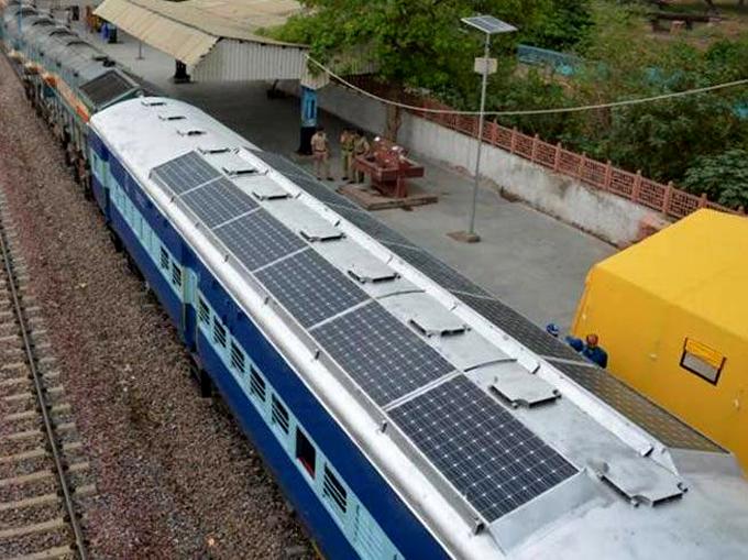 Ferrocarriles de India gestiona 960 estaciones con energía solar