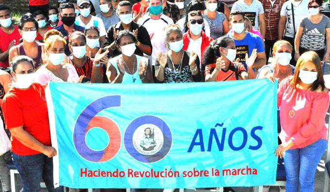 Recibe colectivo de Mathisa bandera aniversario 60 de la FMC