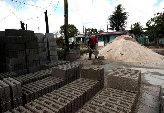 Destinan a la población el 80 % de la producción local de materiales de la construcción