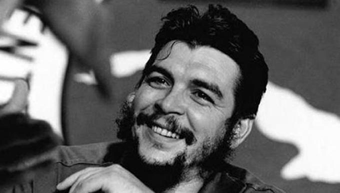 El Che en los pilares de la medicina social y solidaria