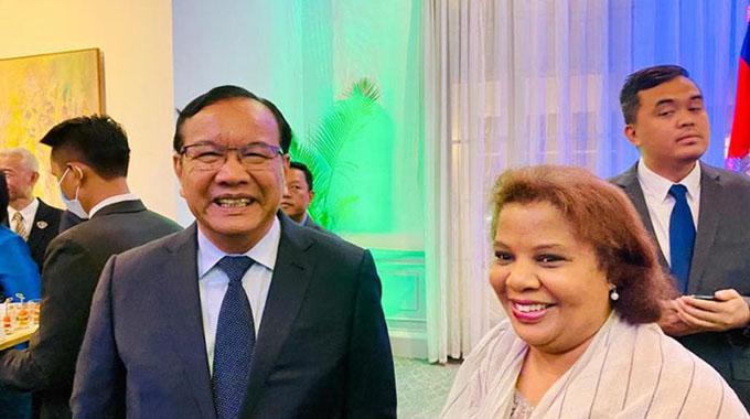 Dialoga canciller de Camboya con embajadora de Cuba
