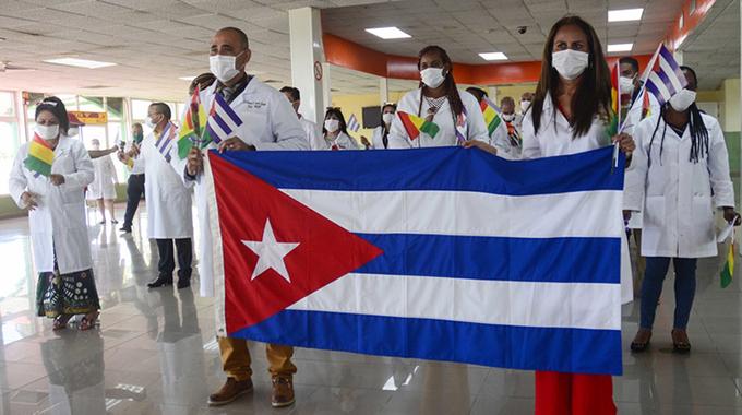 Regresa exitosa brigada médica cubana que combatió la COVID-19 en Guinea
