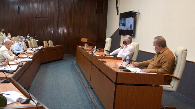 Insta primer ministro cubano a buscar alternativas para garantizar disponibilidad de medicamentos