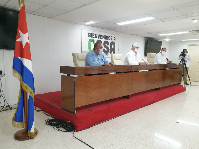 Presidente y Primer Ministro cubano sostienen encuentro con miembros de la brigada Henry Reeve