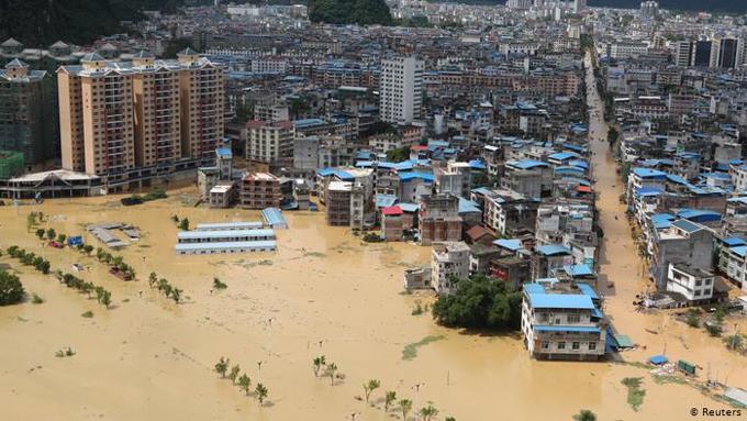 China con 271 muertos y amplio daño económico por inundaciones