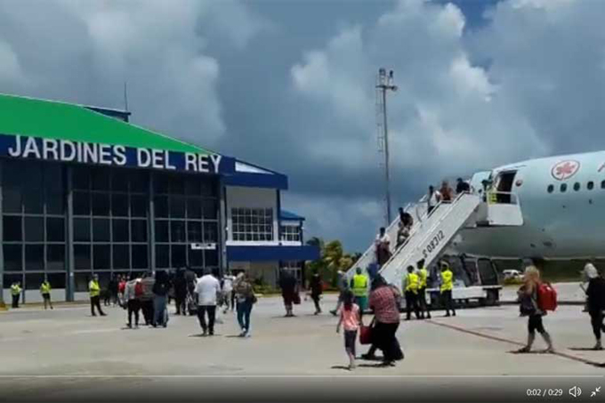 Resalta importante rotativo indonesio arribo a Cuba de primeros turistas canadienses