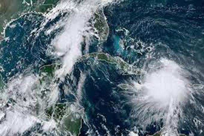 Tres huracanes y una tormenta circulan por el Atlántico y el Caribe