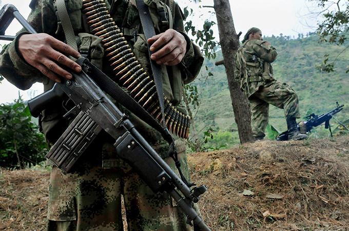 Impera el caos en Colombia por choques entre grupos armados