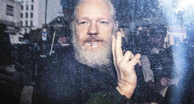 Grupo de Puebla exige liberación de Julian Assange