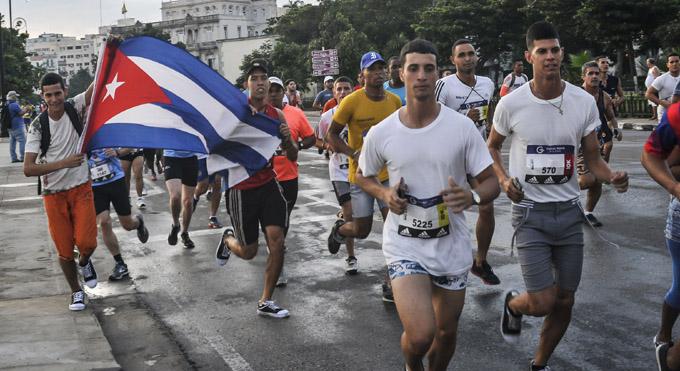Confirman a más de cuatro mil participantes en carrera en saludo al aniversario 60 de los CDR