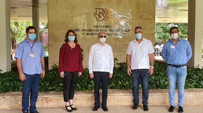 Debaten intereses comunes directivos de BioCubaFarma y embajador de Eslovaquia en Cuba