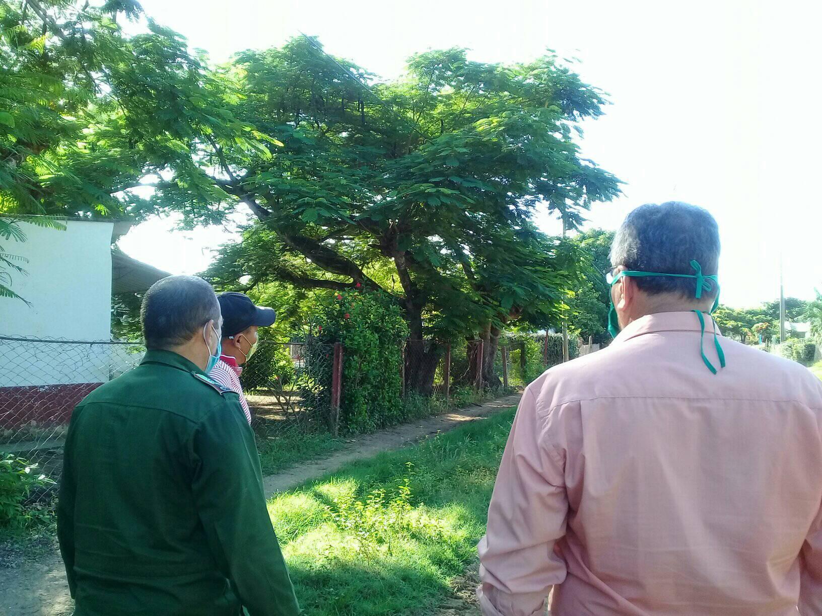 Analizan autoridades del territorio alternativas de solución para los viales en Niquero