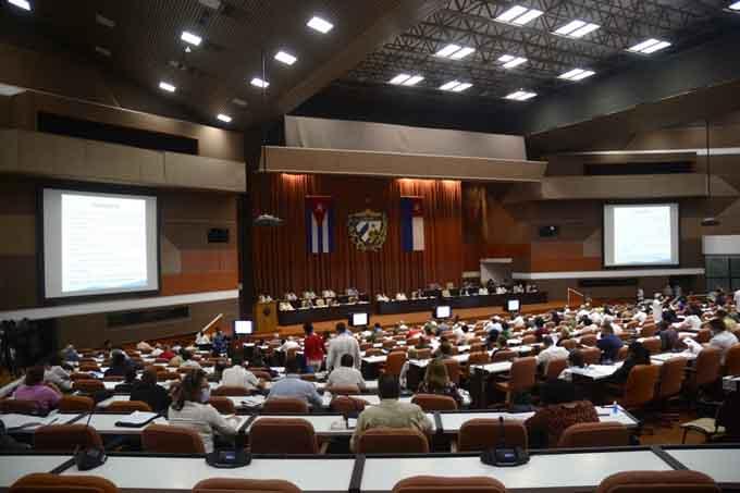 Debaten diputados sobre el enfrentamiento a la COVID-19 en Cuba