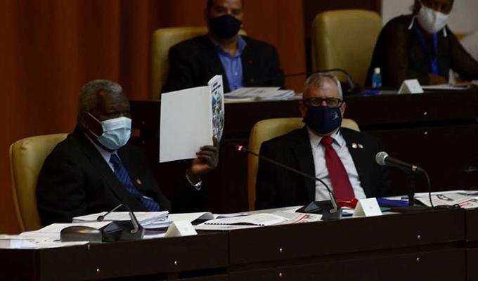Diputados cubanos aprueban Ley de organización y fueste