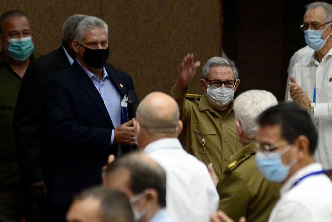 Asisten Raúl y Díaz-Canel a sesión ordinaria del Parlamento