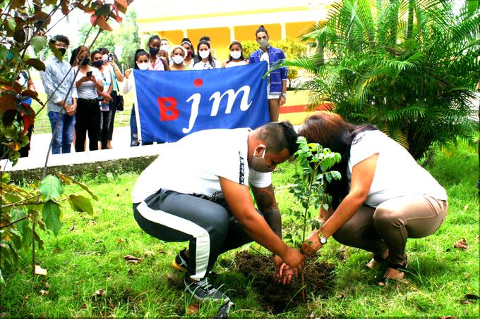 Celebra Brigada José Martí aniversario 16 (+fotos)